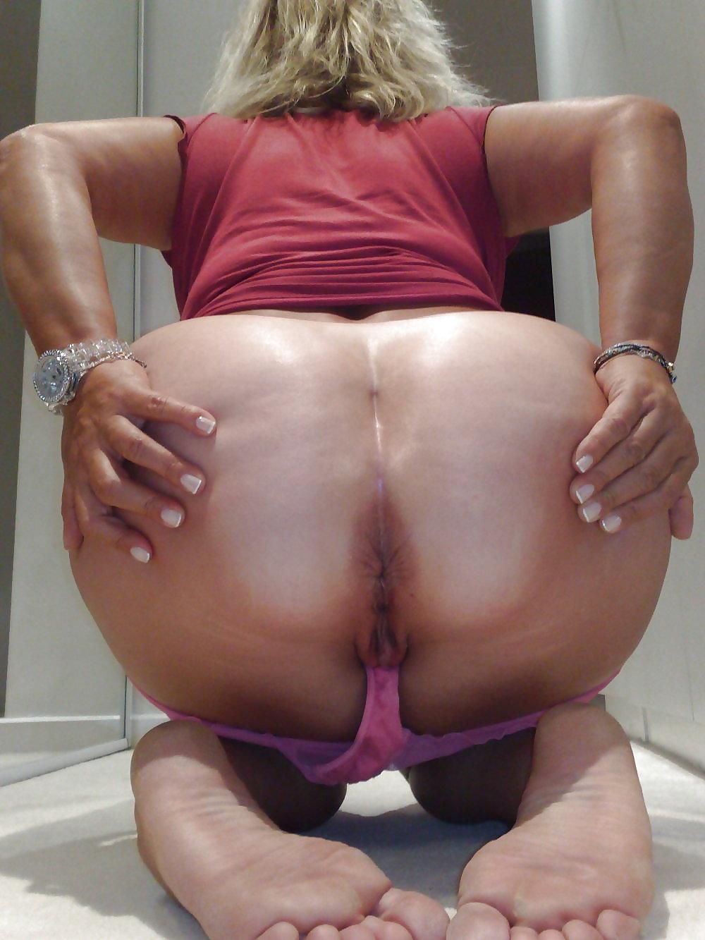 Thick milf ass spread