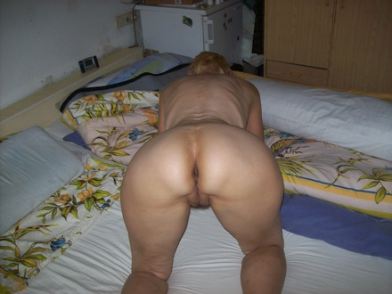 Wife with her ass up ready to be fucked