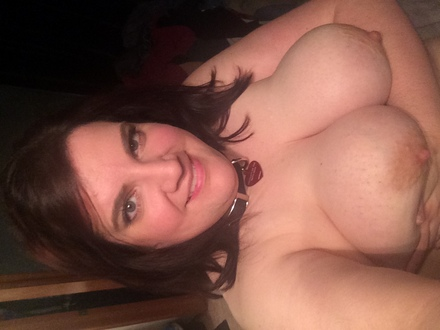 BBW SLUT WEARING COLLAR & TAG