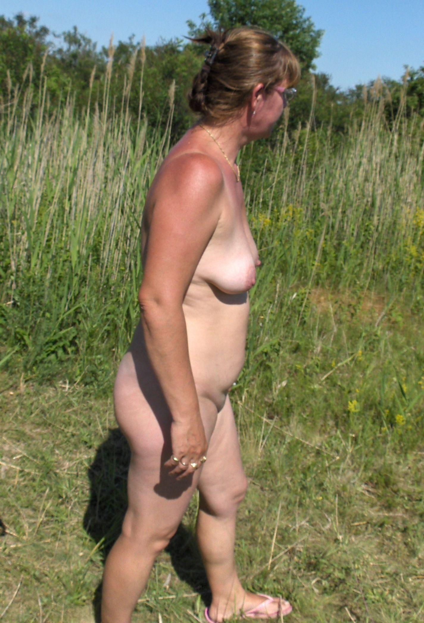 Doris Naked Outdoors At Homemoviestubecom-5207