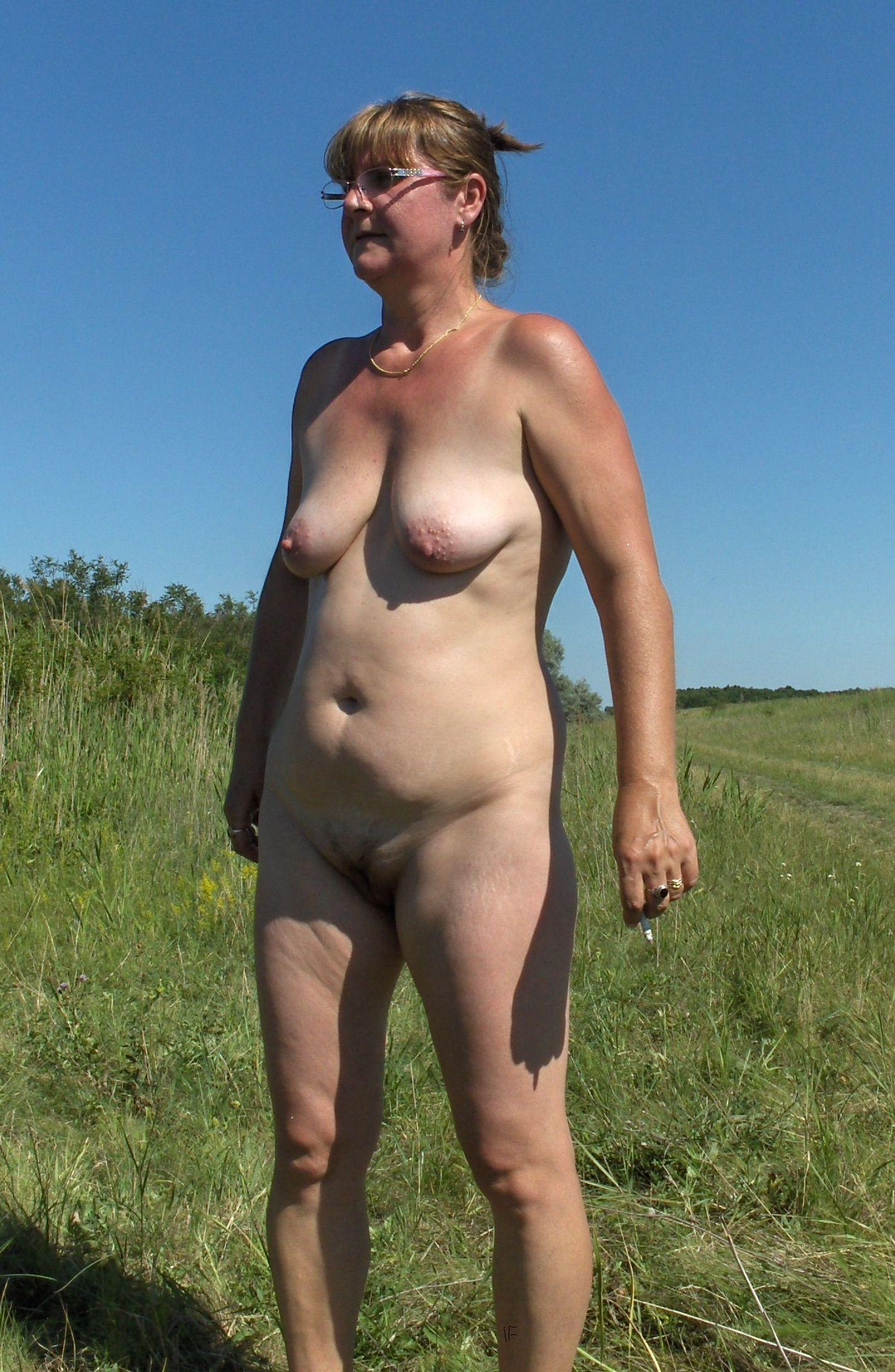 Doris Naked Outdoors At Homemoviestubecom-4196